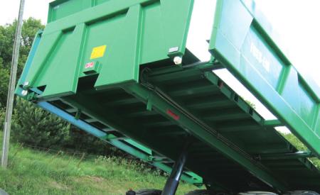Utskyvbare sidelemmer gir ekstra bredde for transport av stor gravemaskin. Krever dispensasjon